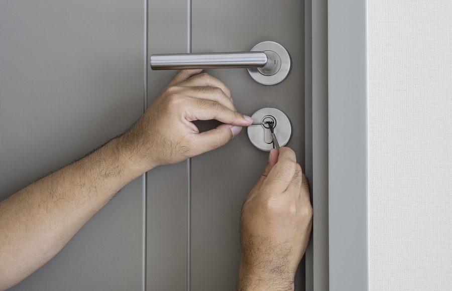 Hiring a Locksmith: 4 Best Practices to Get Your Door Unlocked