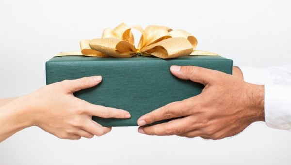 The Model Employee: 6 Tips to Pick a Gift for Your Boss