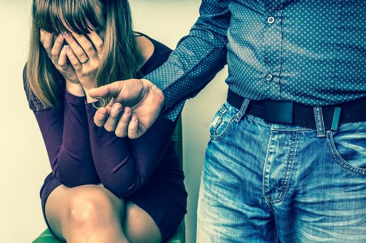 10 Subtle Signs Your Husband Wants a Divorce
