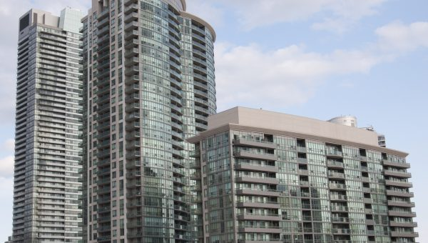 Living in the Concrete Jungle: 4 Tips to Rent a Condo in Toronto