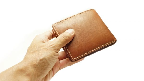 Buying a Wallet: 5 Reasons Why You Should Go Leather